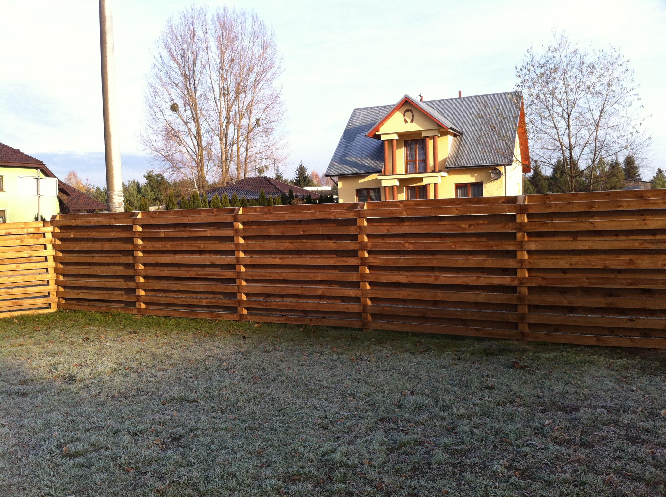 Bois pour l 39 am nagement d 39 ext rieur lames pour terrasse for Palissade en bois exterieur