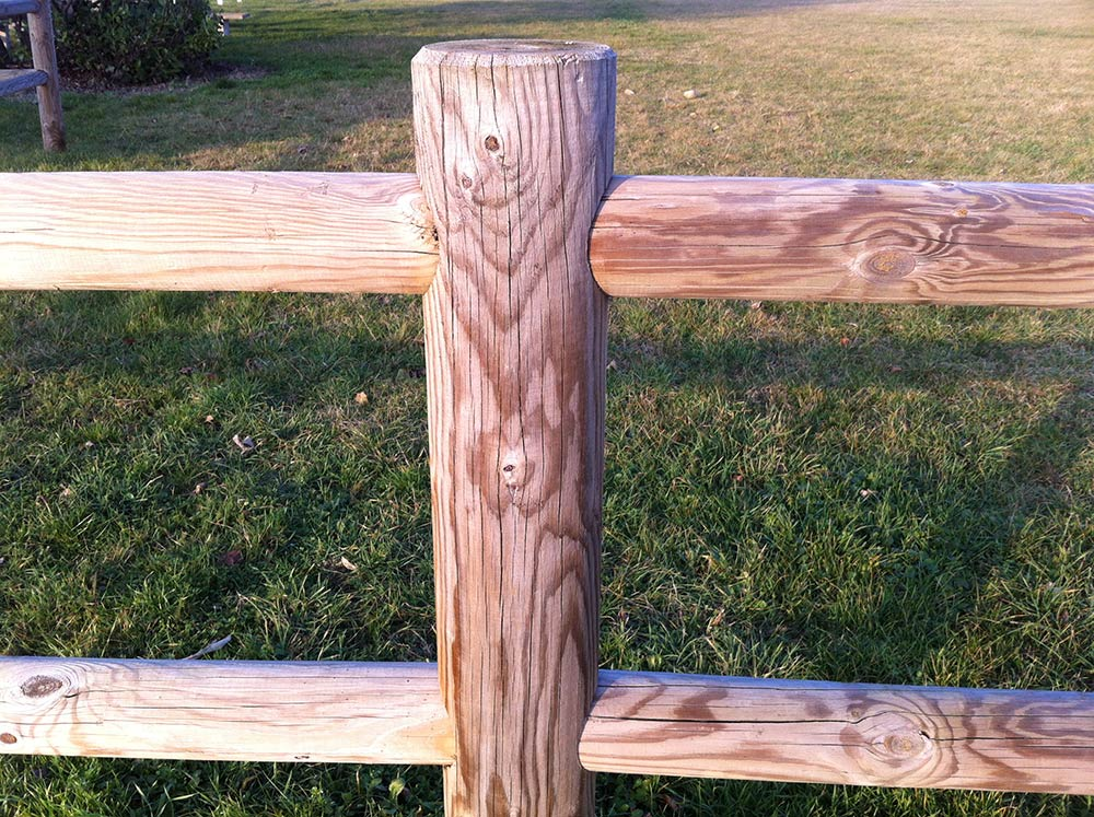 Barri res en rondins pr perc s for Barriere de separation de jardin