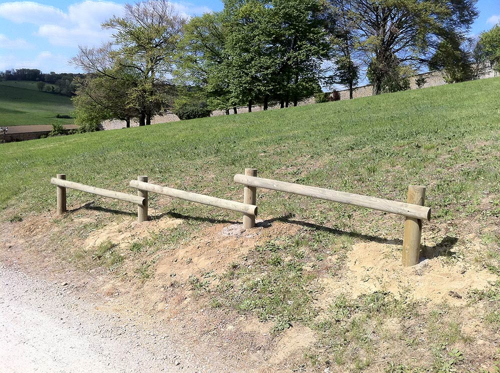 Piquets en bois pour l 39 agriculture piquets de vigne ou piquets pour l 39 arboriculture - Rondin de bois pour jardin ...
